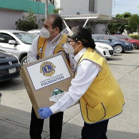 With a grant from LCIF, Lions work together to deliver medical supplies to a hospital.