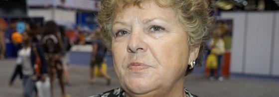 Helen LeBlanc falando durante a convenção