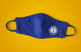 Máscara com o logotipo de Lions Clubs International para servir com segurança durante a pandemia de COVID-19