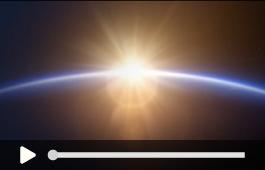 O sol desponta no horizonte iluminando a terra.